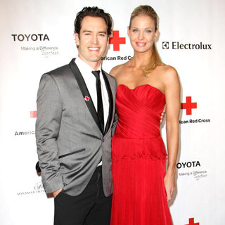Mark-Paul Gosselaar, Catriona McGinn in The American Red Cross: Santa Monica Chapter's Annual Red Tie Affair - Arrivals