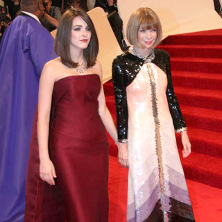 Bee Shaffer, Anna Wintour in Alexander McQueen: Savage Beauty Costume Institute Gala