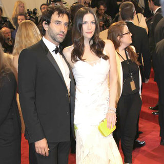 Ricardo Tisci, Liv Tyler in Alexander McQueen: Savage Beauty Costume Institute Gala