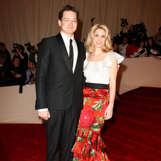 Charlie Shaffer, Elizabeth Cordry in Alexander McQueen: Savage Beauty Costume Institute Gala
