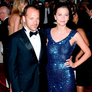 Peter Sarsgaard, Maggie Gyllenhaal in Alexander McQueen: Savage Beauty Costume Institute Gala