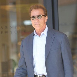 Arnold Schwarzenegger in Arnold Schwarzenegger Leaving Barneys New York in Beverly Hills