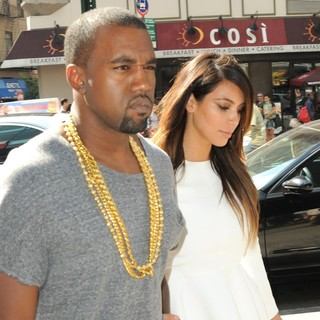 Kim Kardashian and Kanye West Are Seen Leaving Soho to Go to A Movie Theater - west-kardashian-leaving-soho-01