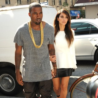 Kim Kardashian - Kim Kardashian and Kanye West Are Seen Leaving Soho to Go to A Movie Theater