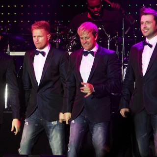 Westlife's Gravity Tour - westlife-gravity-tour-01