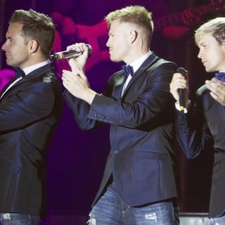 Westlife's Gravity Tour - westlife-gravity-tour-02