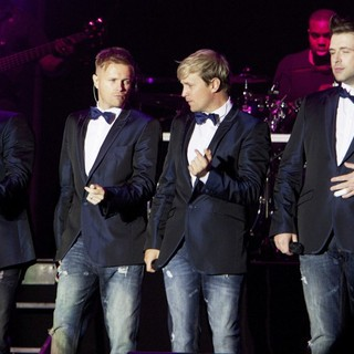 Westlife's Gravity Tour - westlife-gravity-tour-05
