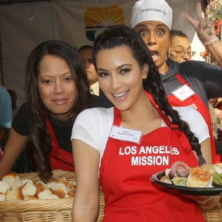 Keisha Whitaker, Kim Kardashian in 75th Anniversary of The Los Angeles Mission Serving Thanksgiving Dinner to The Homeless