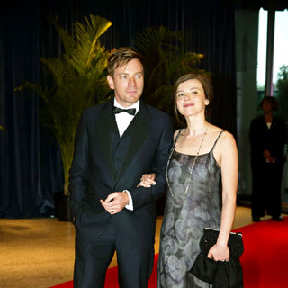 Ewan McGregor, Eve Mavrakis in 2010 White House Correspondents Association Dinner - Arrivals
