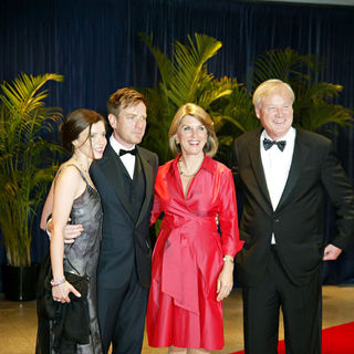 Ewan McGregor, Eve Mavrakis, Chris Matthews, Kathleen Matthews in 2010 White House Correspondents Association Dinner - Arrivals