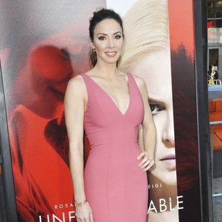 Whitney Cummings in Premiere Warner Bros. Pictures' of Unforgettable - Arrivals