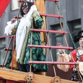 Whoopi Goldberg in 86th Annual Macy's Thanksgiving Day Parade - whoopi-goldberg-86th-annual-macy-s-thanksgiving-day-parade-03