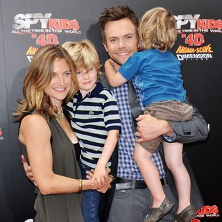 Sarah Williams, Joel McHale in Spy Kids 4 All the Time in the World Los Angeles Premiere