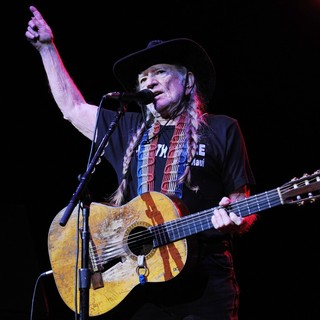 Willie Nelson in Willie Nelson Performs Live