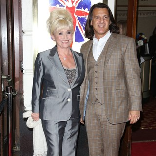 Barbara Windsor, Scott Mitchell in VIVA Forever Spice Girls The Musical - Arrivals