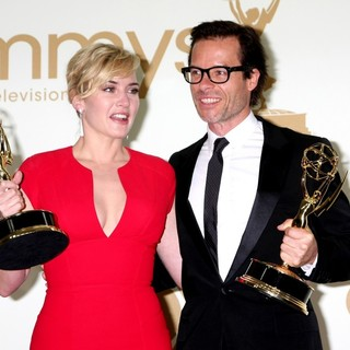 Kate Winslet, Guy Pearce in The 63rd Primetime Emmy Awards - Press Room