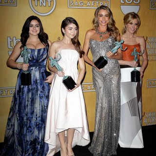 Ariel Winter, Sarah Hyland, Sofia Vergara, Julie Bowen in The 20th Annual Screen Actors Guild Awards - Press Room