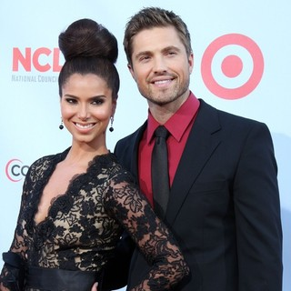Eric Winter in 2012 NCLR ALMA Awards - Arrivals - winter-sanchez-2012-nclr-alma-awards-02