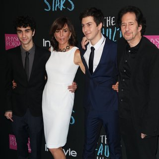 Alex Wolff, Polly Draper, Nat Wolff, Michael Wolff in Premiere of The Fault in Our Stars