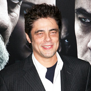 Benicio Del Toro in Premiere of 'The Wolfman' - Red Carpet