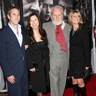 Anthony Hopkins, Stella Arroyave in Premiere of 'The Wolfman' - Red Carpet