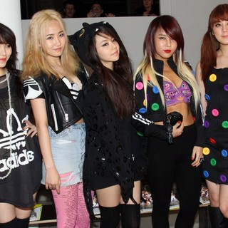 Wonder Girls in Mercedes-Benz IMG New York Fashion Week Fall 2011 - Jeremy Scott - Front Row - wonder-girls-mercedes-benz-img-new-york-fashion-week-fall-2011-01
