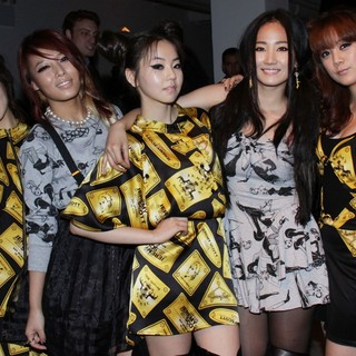 Wonder Girls in Mercedes-Benz IMG New York Fashion Week Spring-Summer 2011 - Jeremy Scott - Front Row - wonder-girls-mercedes-benz-img-new-york-fashion-week-spring-summer-2011-01