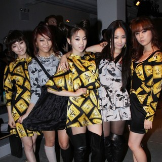 Wonder Girls in Mercedes-Benz IMG New York Fashion Week Spring-Summer 2011 - Jeremy Scott - Front Row - wonder-girls-mercedes-benz-img-new-york-fashion-week-spring-summer-2011-02