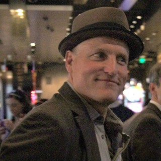Woody Harrelson in On Set for The Film Now You See Me - woody-harrelson-on-set-now-you-see-me-01