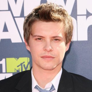 Xavier Samuel in 2011 MTV Movie Awards - Arrivals - xavier-samuel-2011-mtv-movie-awards-01