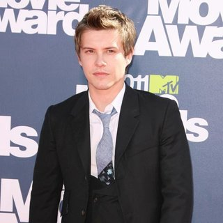 Xavier Samuel in 2011 MTV Movie Awards - Arrivals - xavier-samuel-2011-mtv-movie-awards-02