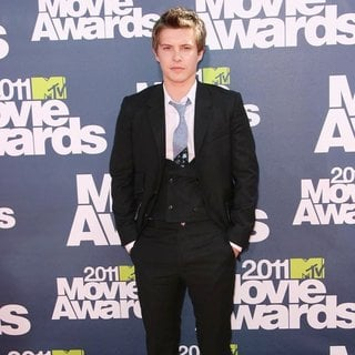 Xavier Samuel in 2011 MTV Movie Awards - Arrivals - xavier-samuel-2011-mtv-movie-awards-03