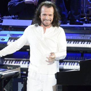 Yanni in Yanni Performs Live