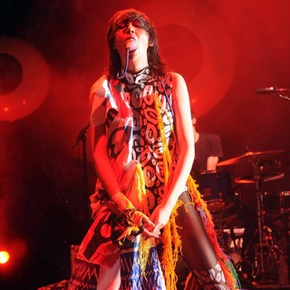 Karen O, Yeah Yeah Yeahs in Yeah Yeah Yeahs Perform on Stage