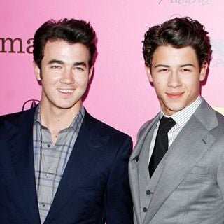 Kevin Jonas, Nick Jonas, Jonas Brothers in The 12th Annual Young Hollywood Awards - Arrivals