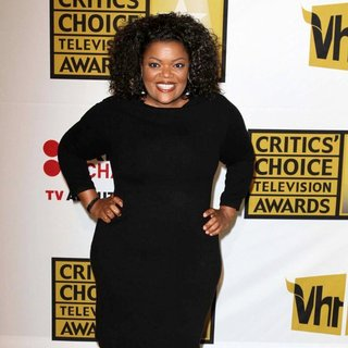 Yvette Nicole Brown in The 2011 Critics Choice Television Awards Luncheon - Red Carpet