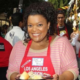 Yvette Nicole Brown in The Los Angeles Mission's Thanksgiving for Skid Row Homeless