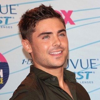 Zac Efron in The 2012 Teen Choice Awards - Press Room