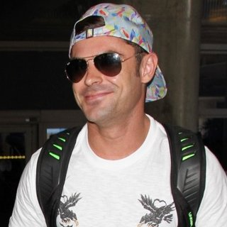 Zac Efron Arrives at Los Angeles International Airport