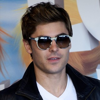 Zac Efron in Photocall and Signing for The Release of The Lorax - zac-efron-photocall-the-lorax-01