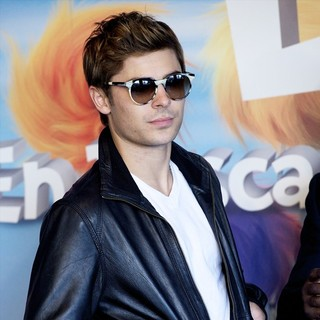 Zac Efron in Photocall and Signing for The Release of The Lorax - zac-efron-photocall-the-lorax-02