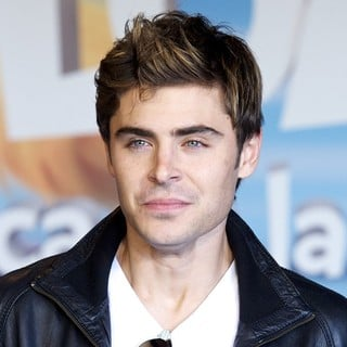 Zac Efron in Photocall and Signing for The Release of The Lorax - zac-efron-photocall-the-lorax-04