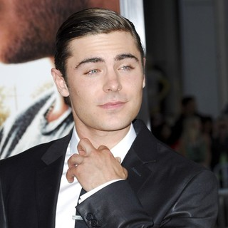 Zac Efron in The Premiere of The Lucky One - zac-efron-premiere-the-lucky-one-03