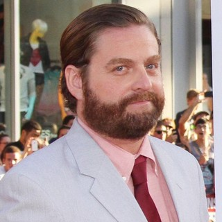 Zach Galifianakis in Los Angeles Premiere of The Campaign - Arrivals