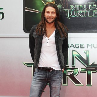 Los Angeles Premiere of Teenage Mutant Ninja Turtles - Arrivals - zach-mcgowan-premiere-teenage-mutant-ninja-turtles-02