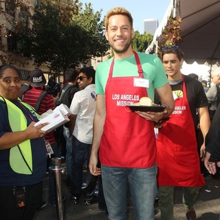 Zachary Levi in The Los Angeles Mission's Thanksgiving for Skid Row Homeless