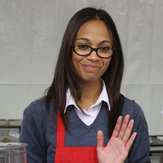 Zoe Saldana in 75th Anniversary of The Los Angeles Mission Serving Thanksgiving Dinner to The Homeless