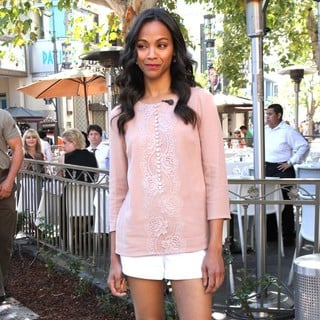 Zoe Saldana in Zoe Saldana on Entertainment News Show Extra