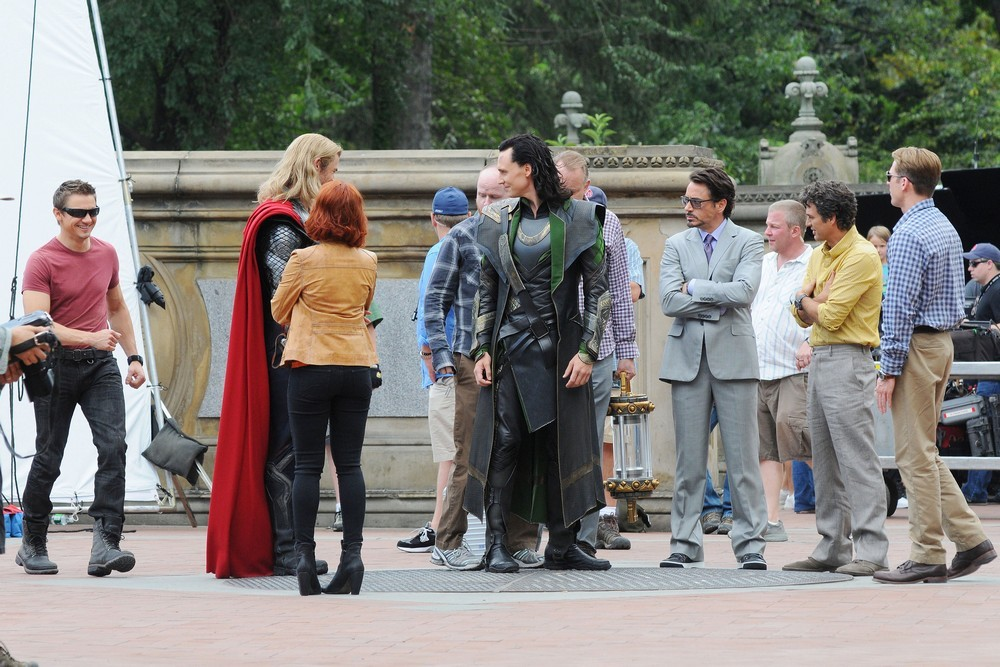 Tom Hiddleston Picture 21 - Actors on The Set of The
