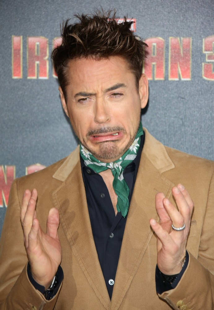 [Image: robert-downey-jr-photocall-iron-man-3-03.jpg]